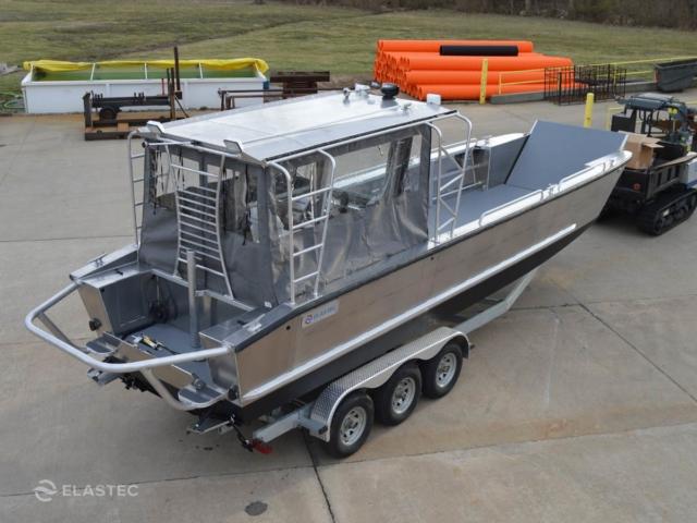 Aluminum landing craft enclosed wheelhouse