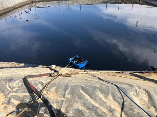 MiniMax Industrial Skimmer in oil pit